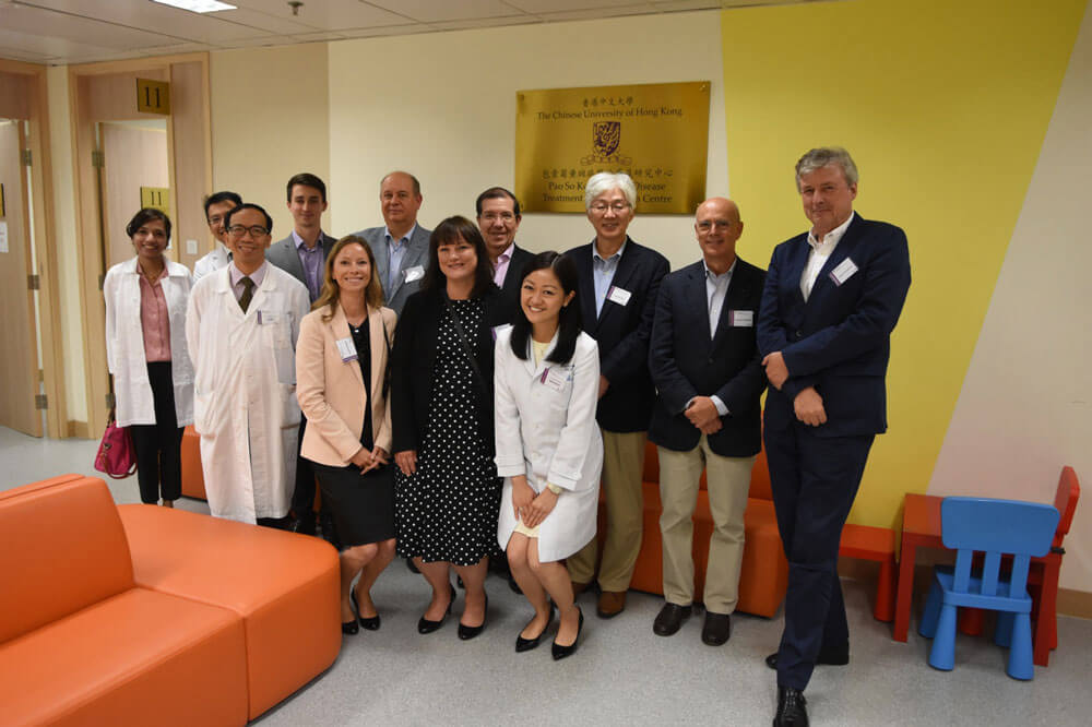 Our assistant professor Dr Carol Cheung (first from the right, first row) introduced the Pao So Kok Macular Disease Treatment & Research Centre to our guests.